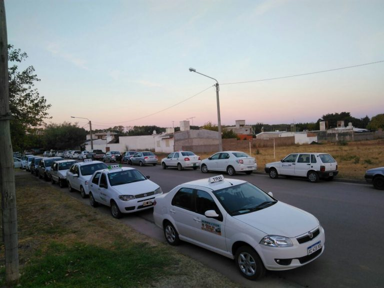 TAXIS Y REMISES COLONIA CAROYA+ (2)
